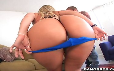 Pornstars Sara Jay and Sonia Carrere have big butts